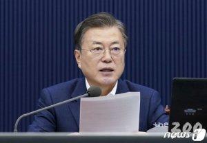 윤석열 사퇴 직후 '권력기관 개혁' 업무보고 받는 文대통령
