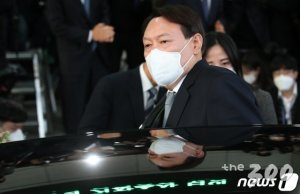 윤석열, 정치권엔 '거리두기'…'부패완판' 메시지 정치