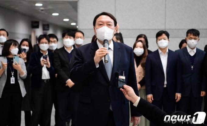 윤석열, '부패완판' 메시지 정치…정치권과는 '거리두기'