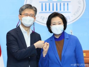 박영선, 조정훈 꺾고 범여권 1차 단일화 '승자'로