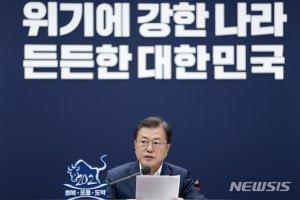"""검찰 질타한 文대통령 """"기소·수사권 분리, 꾸준히 나아갈 방향"""""""