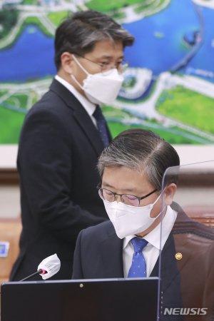 """與野 """"신도시 토지 소유자 전원 조사…차명거래도 밝혀야"""""""
