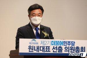 """민주당 신임 원내대표 '친문' 윤호중 """"'유능한' 개혁 정당으로"""""""