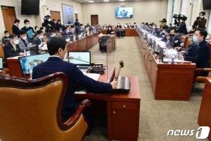 국회 손실보상 논의 '급물살'...소급적용 여부 결론나나