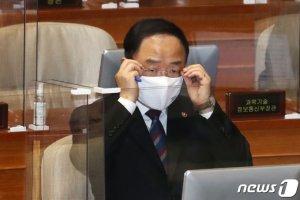 """홍남기 """"손실보상 소급불가"""" 재확인…""""보상은 2~3개월 뒤"""""""