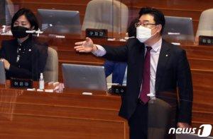"""국민의힘, """"신났네, 신났어"""" 김상희 부의장에 항의·집단퇴장"""