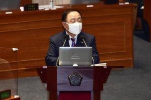 """홍남기 """"백신 접종 역량 충분…11월 집단면역 문제없어"""""""