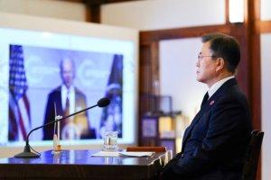 바이든에 '경의'표한 文 대통령, '백신 외교'는 여전히 불투명