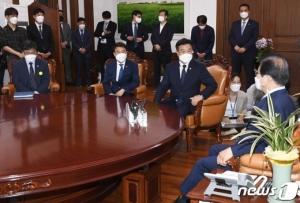 '당 주도' 박준영 사퇴…'국민 눈높이'로 文에 고개저은 與