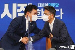 """文대통령 """"민주당 화합하길"""" 송영길 """"책임지고 국정 뒷받침"""""""