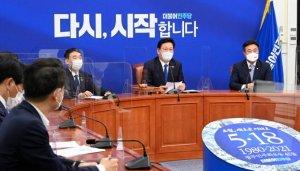 """與 """"부동산 세제·대출규제 조정""""…정부 정책방향 역행 지적도"""