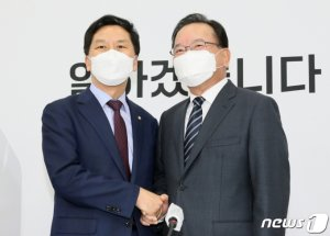 """김부겸 총리 만난 김기현, """"어쨌든 축하… 선거 중립성 우려 경고"""""""