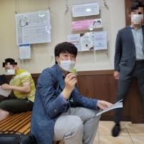 """'민방위' 이준석, 백팩 메고 동네병원 가 얀센 접종…""""따끔하다"""""""