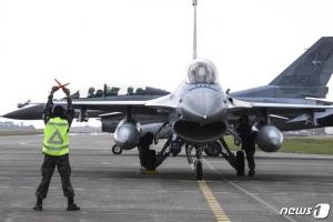 이륙하다 불난 KF-16…흡입구에 '새'가 들어간 게 원인