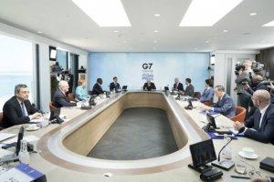 """靑 """"韓, 미국 등 G7과 어깨나란히 선진국 반열에 올랐다"""""""