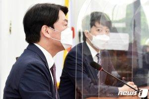"""이준석 """"전쟁 같은 합당 No"""" vs 안철수 """"당명 변경은 당연"""""""