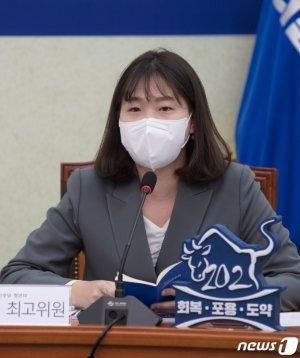 """野 보좌진들 """"文, 96년생 박성민 발탁… 파격 아닌 '코미디'"""""""