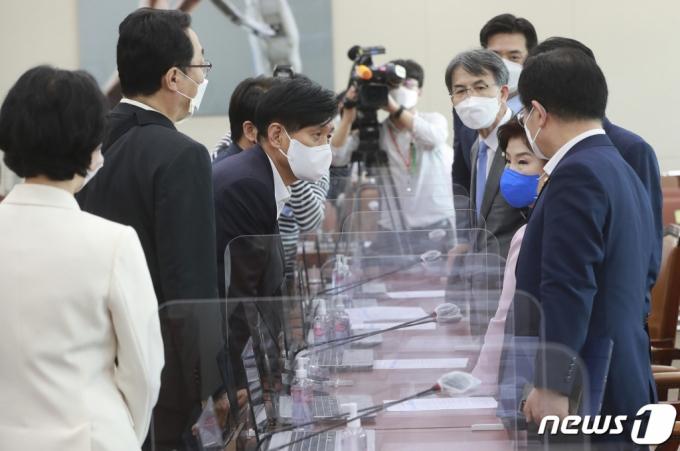 """與, 野방심위원 인사 공개요구에 """"실소·생떼, 관행 있었냐?"""""""