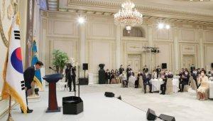 文대통령, 코로나 확산 이후 첫 청와대 오찬 행사 열었다