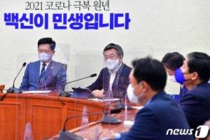 """與 지도부, '조국 일러스트'에 """"조선일보 지라시 불과"""" 맹공"""