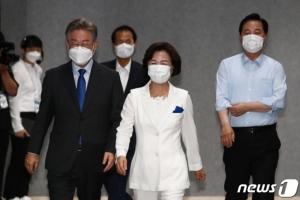 무너지지 않는 文대통령 지지율…달라진 與 대선 경선 풍경