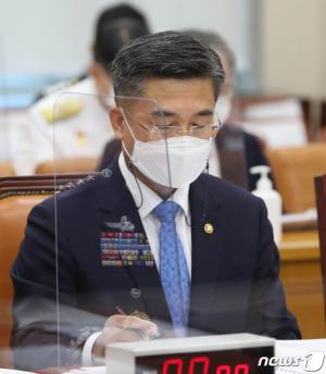 文 '공중급유기 급파' 논란에 서욱