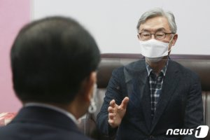 """최재형, 이재명 재차 비판 """"월 8만원 자립에 도움 안 된다"""""""