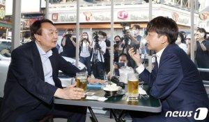 """15분만에 맥주 '순삭' 윤석열-이준석, """"우리는 대동소이… 안심하시길"""""""