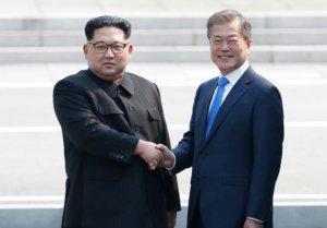 """與, '남북정상회담 개최 논의' 부인에 """"지켜보는 중"""""""
