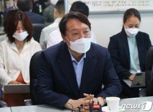 윤석열, '드루킹 사건 文대통령 사과 요구' 시위 현장 방문