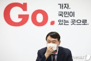 """이준석, '윤석열 특별대우' No…""""후보돼야 당차원 대응"""""""