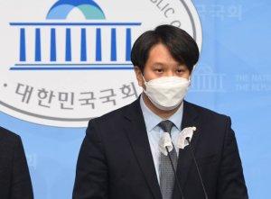 """전용기 """"윤석열, '저출생 원인이 페미니즘'? 참으로 개탄"""""""