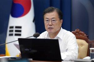 """[속보]文 """"남은 임기 '방역·민생' 전념…피할 수 없는 책무"""""""