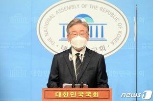"""이재명, 경기북도 분할 주장에 """"정치인들 일자리만 늘어"""""""