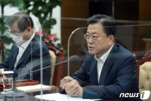 文 대통령, '17字 단문 메시지'에 국방·통일 혼선 논란
