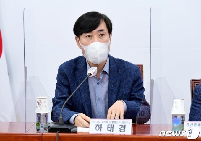 민주당 소속 강동구청장 아내 폭행 혐의… 野