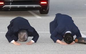 '대세론'에 큰절 올린 이재명…'반격' 준비하는 이낙연