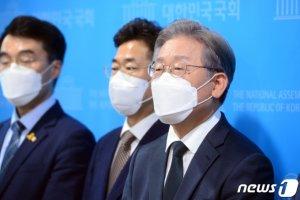"""대장동 개발의혹 """"주인은 이재명""""vs""""곽상도 아들취업"""" 충돌"""