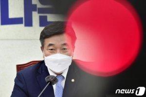 """윤호중 """"미뤄진 언론중재법, 28일 반드시 처리되도록 협의할 것"""""""