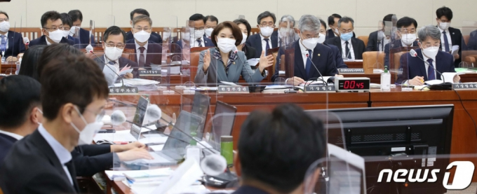 """""""치적 쌓기"""" vs """"생존 문제""""…'탄소중립·대장동 특검' 신경전"""