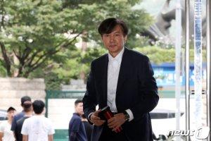 """조국, 가족 관련 의혹에 """"실체적 진실과 많이 달라""""(상보)"""