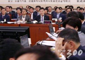 """[국감현장]조국 빠진 법무부국감…與는 '검찰개혁' 野는 """"그래도 조국"""""""