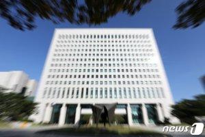"""[단독]법무부, 41개 인지수사부서 예정대로 폐지…대검 """"의견수렴 없어"""""""