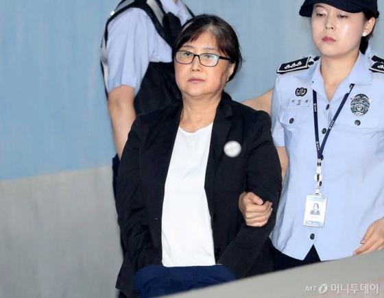 '국정농단 주범' 최순실, 파기환송심서 징역 18년…2년 감형(상보)