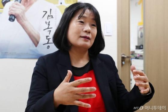 '쉼터 부당거래'·'회계오류' 윤미향 두고 고발 난타전
