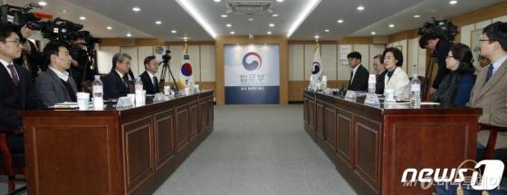 추미애 운 뗀 검찰 인사…윤석열 지휘 수사팀 교체되나