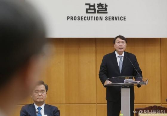"""'한겨레 1면 사과' 윤석열, 고소 취하할까…아직은 """"…"""""""