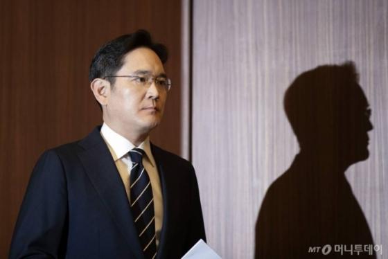 '운명의 8일' 이재용 부회장…검-변 공방 예상