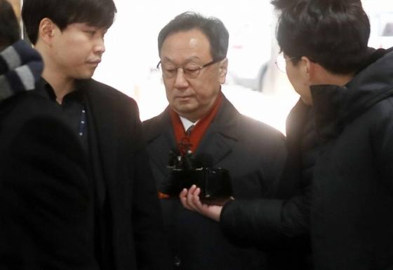 '인보사 의혹' 이우석 코오롱생명과학 대표 '보석' 석방