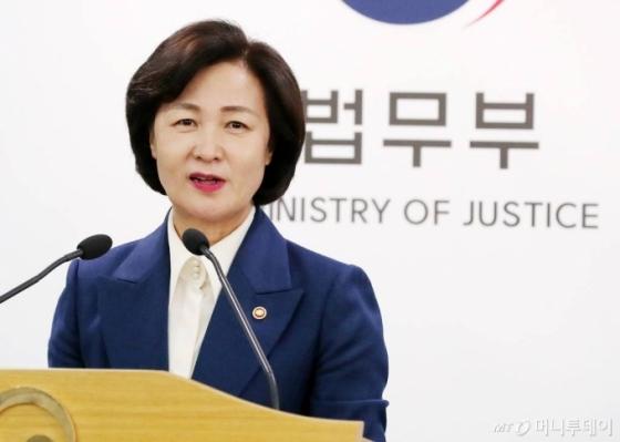 '秋 아들' 커지는 파장…뒤늦게 속도내는 동부지검 vs 특임검사 요구